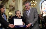 Alcalde de Rancagua entregó llaves de la ciudad a compositor Vicente Bianchi