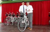 Alcalde Eduardo Soto entrega 500 bicicletas gratuitas a escolares