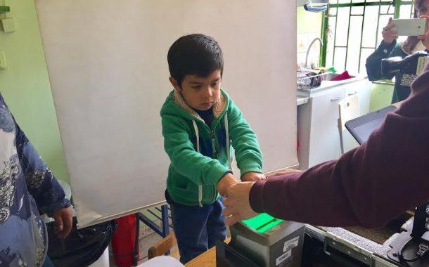 Niños y niñas obtienen cédulas de identidad por primera vez