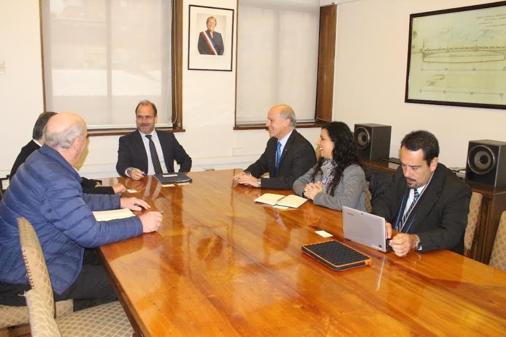 Ministro Undurraga confirmó plazos de licitación de Carretera de la Fruta