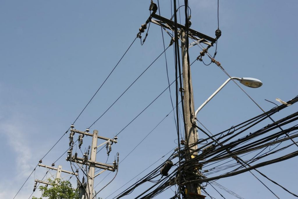 CGE advierte riesgos e ilegalidad de instalar propaganda electoral en postes y tendido eléctrico