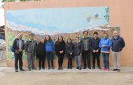 Comunidad de población Dintrans construye mural colaborativo con técnica de Antonio Gaudí