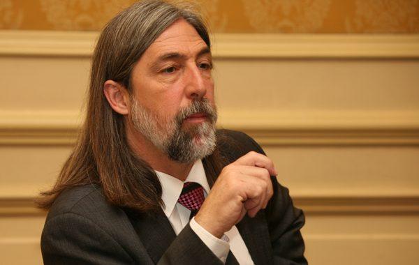 Antisociales saquearon la oficina parlamentaria de Juan Pablo Letelier