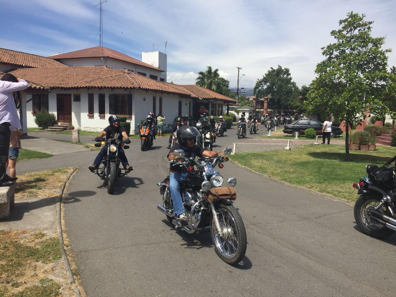 Motoqueros de todo Chile celebraron la navidad junto a los niños del Pequeño Cottolengo