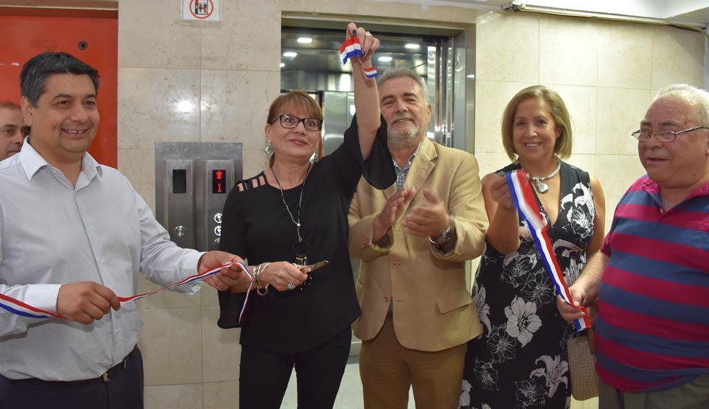 Vecinos de Torres de Alameda celebraron arreglo de ascensor