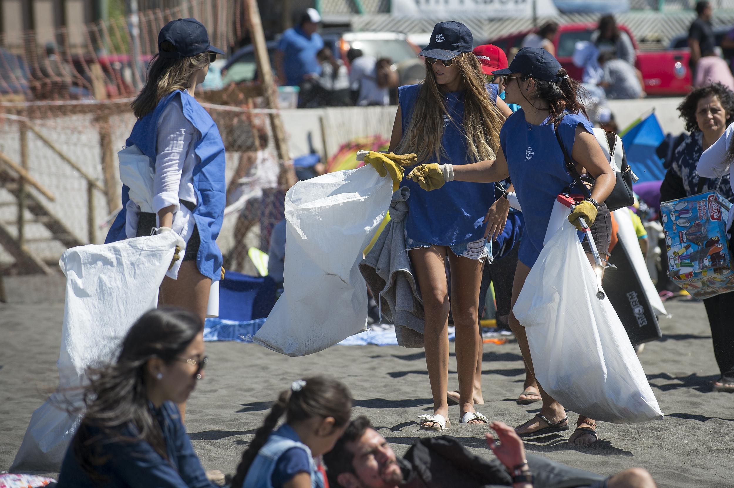 Voluntarios Por El Océano cierra paso por la Región de O'Higgins recolectando más de 300 kilos de basura