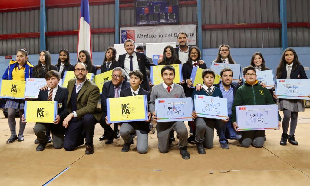 """Dos mil alumnos de Rancagua recibieron su computador de programas """"Yo Elijo mi PC"""" y """"Me Conecto para Aprender"""""""