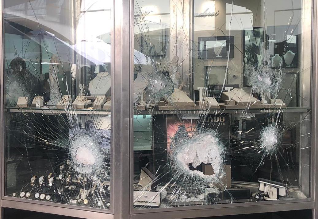 Violento asalto sufre joyería Landeros en Rancagua