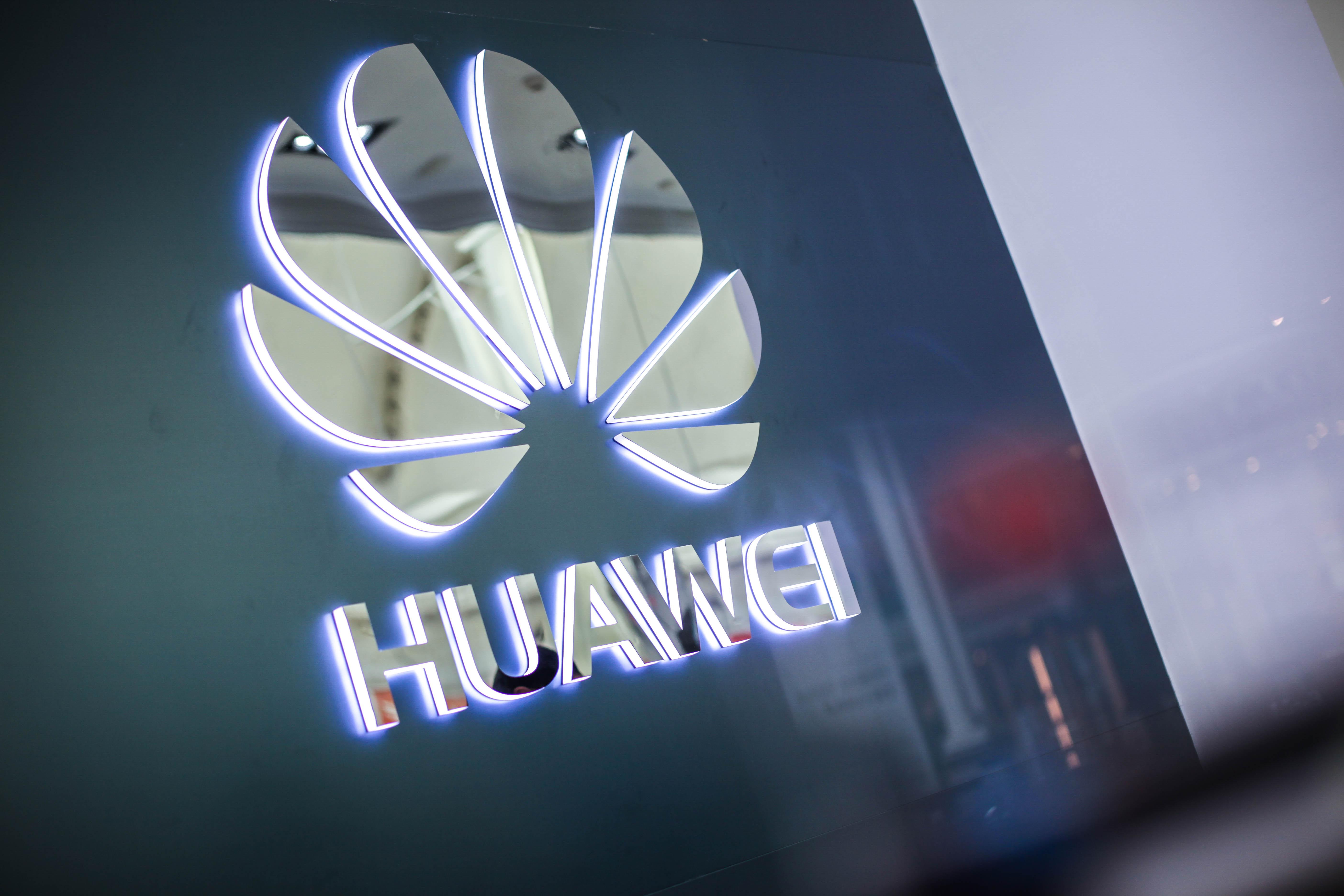 """Huawei hace un llamado a la calma a sus usuarios: Los smartphones """"se podrán usar con total normalidad"""""""