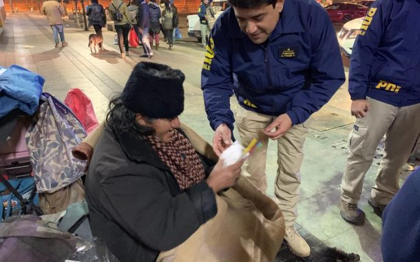 Detectives de Rancagua ayudan a personas en situasión de calle