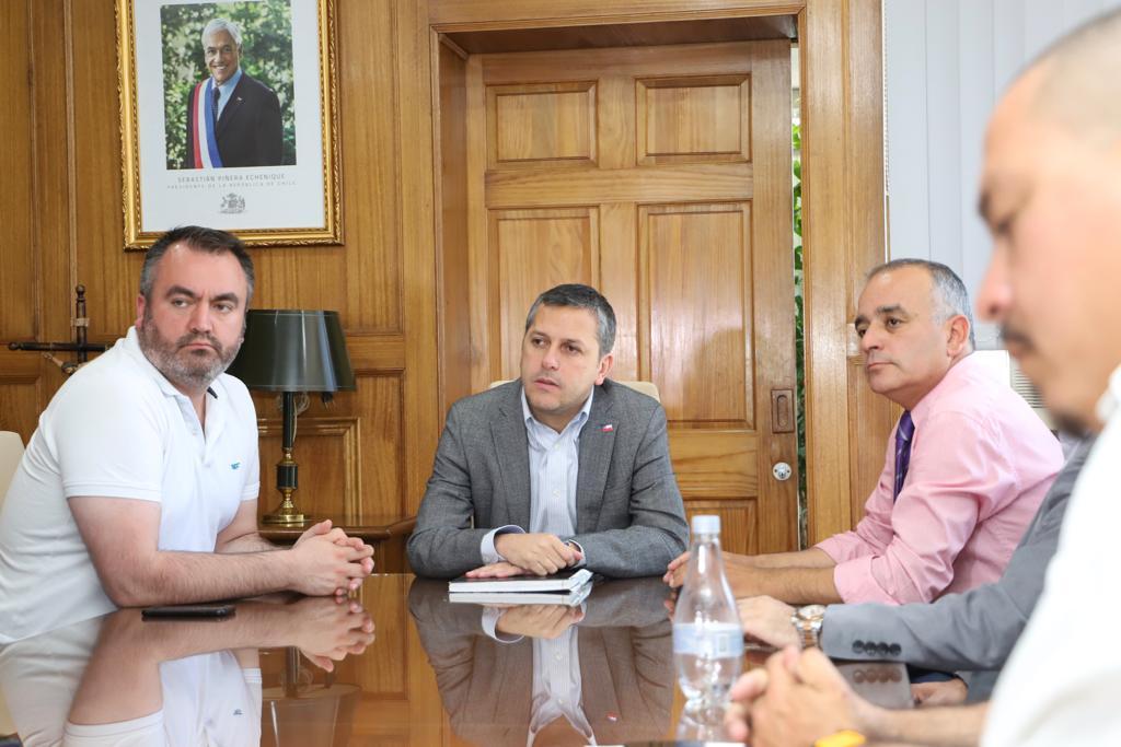 """Directorio Fenate se reune con Intendente de O'Higgins y pide: """"Que la CUT y la Anef  dejen de destruir al país"""