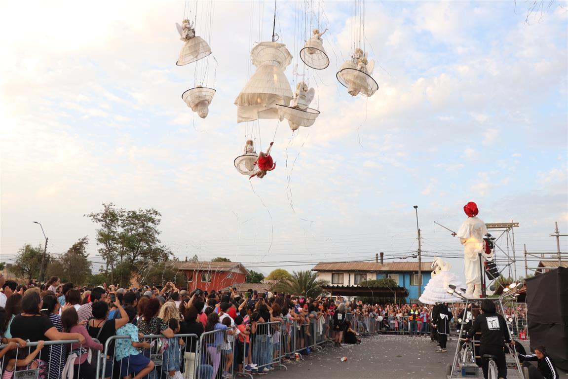 """Miles de personas se deleitaron con el último espectáculo del ciclo Rancagua a Mil: El pasacalles belga """"Jardín de los Ángeles"""""""