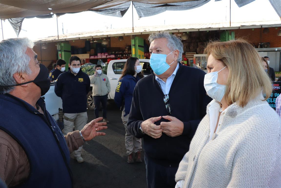 Alcalde Eduardo Soto y autoridades inspeccionan Vega Baquedano para verificar medidas sanitarias