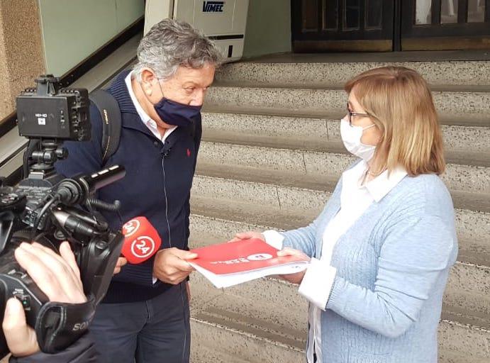 Alcalde Eduardo Soto entrega carta a Intendenta solicitando cuarentena en Rancagua