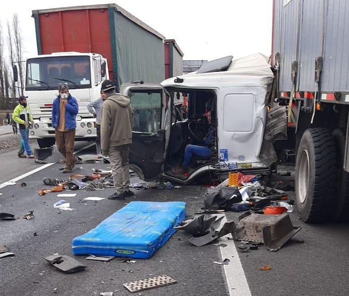 Rengo: 3 victimas fatales deja violenta colisión múltiple en Ruta 5 Sur