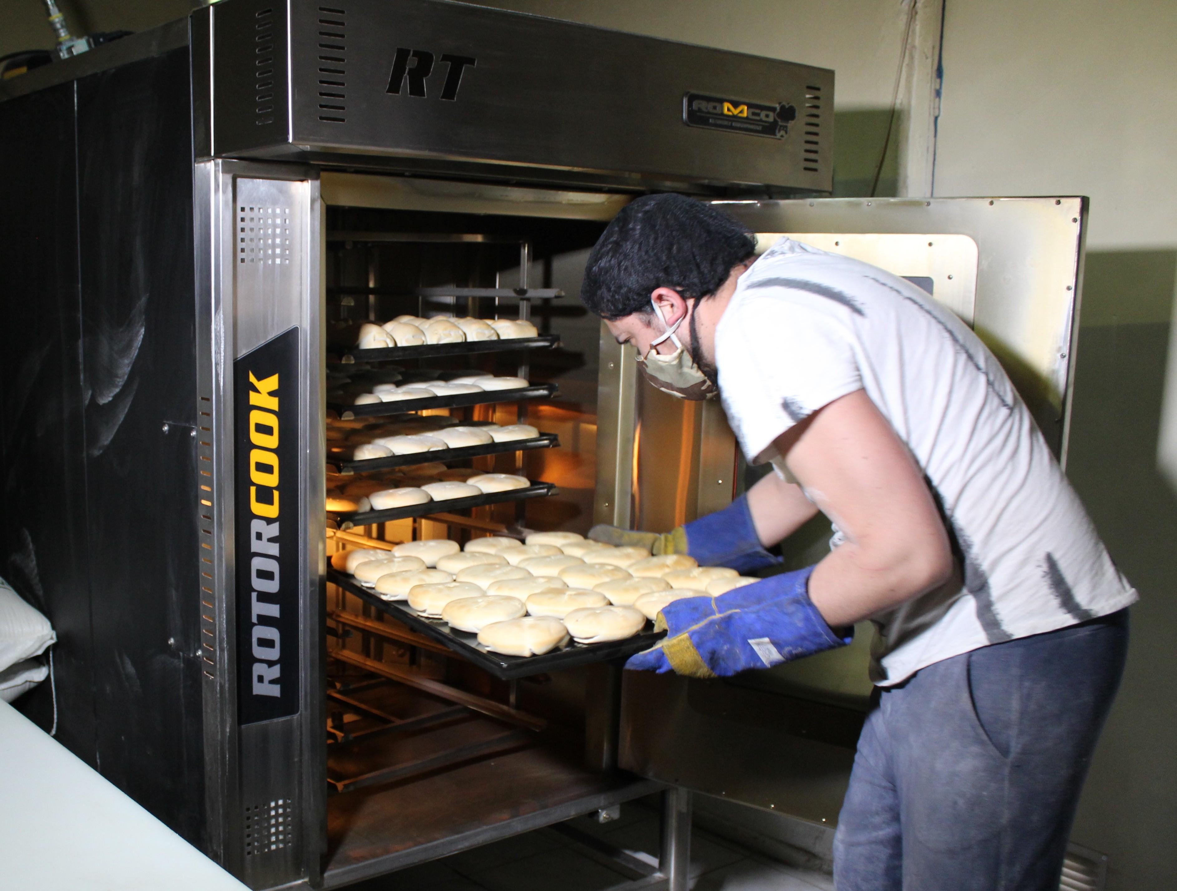 Agrosuper y panaderías de la región suscriben convenio para recambio de hornos