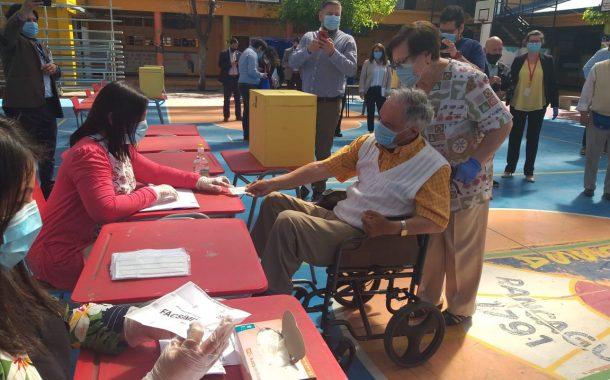 Alcalde Eduardo Soto refuerzan medidas de seguridad en locales donde votarán adultos mayores de Rancagua