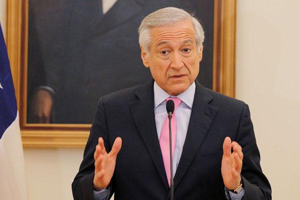 Muñoz se reúne en París con abogados nacionales e internacionales por demanda boliviana