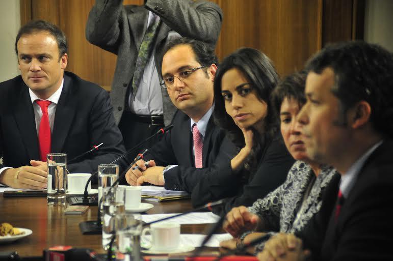 Ejecutivos de Codelco aclaran ante la comisión de minería sobre la compra de terrenos en Machalí