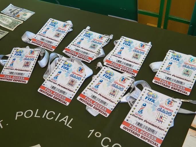 Copa América: Colombianos vendían credenciales falsificadas en las afueras del Estadio El Teniente