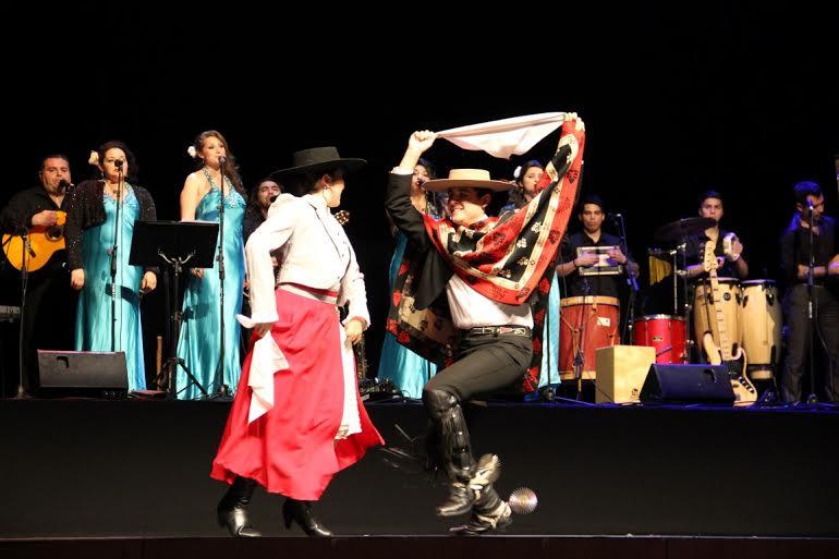 Con deslumbrante gala se celebró el Día Internacional del Folclor en Rancagua