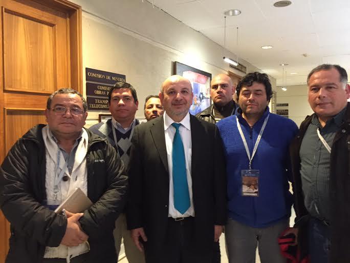 Diputado Castro indicó que Comisión de Minería oficiará a Codelco para que responda por pago de tiempos de cambios de ropa de contratistas