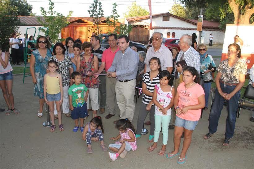 Inauguran plaza con juegos infantiles en Villa Sagasca