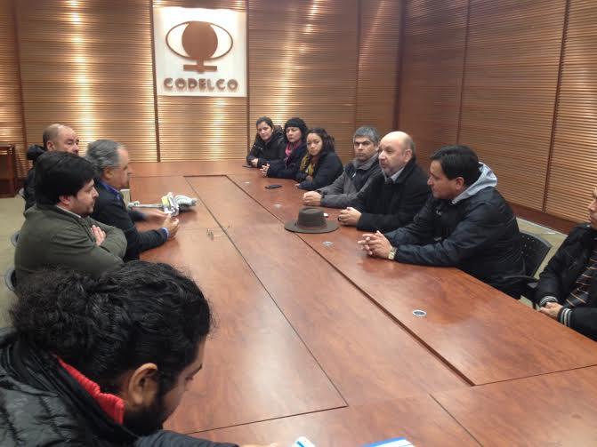 Diputado Castro junto a sidicatos base de Contratistas de El Teniente entregan en Codelco peticiones de mejoras laborales