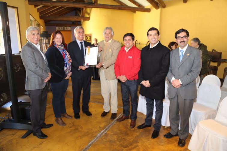 Autoridades regionales entregan recertificación 5 estrellas a Hotel Santa Cruz