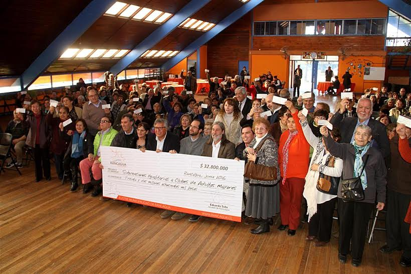 Clubes de adultos mayores de Rancagua reciben cerca de 33 millones en subvenciones
