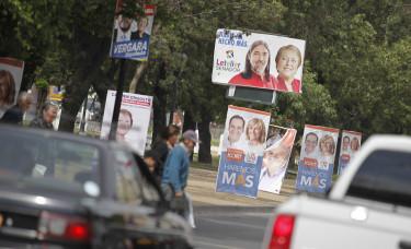CGE llama a no instalar propaganda electoral en postes y tendido eléctrico