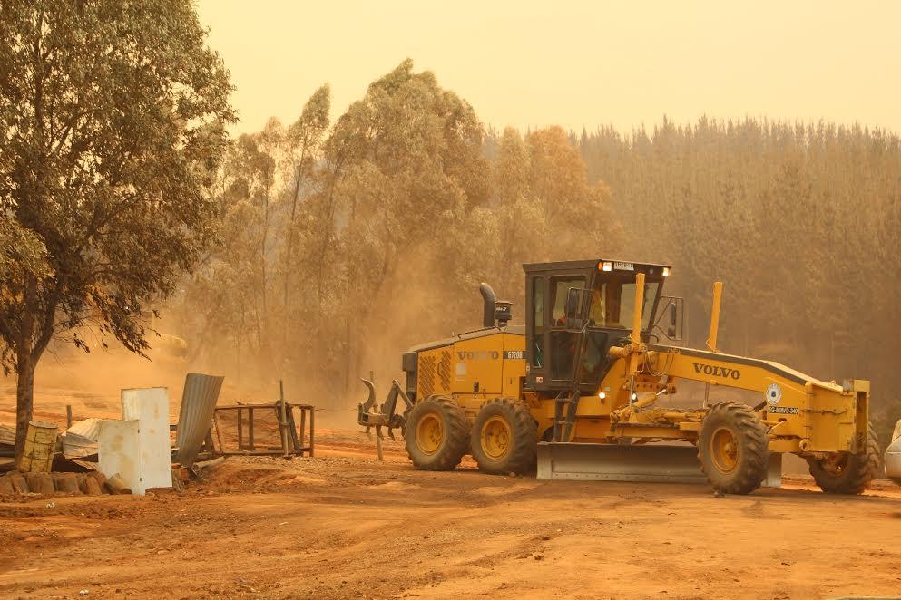 147 Máquinas del MOP trabajan en combate al fuego en zonas afectadas por incendios forestales