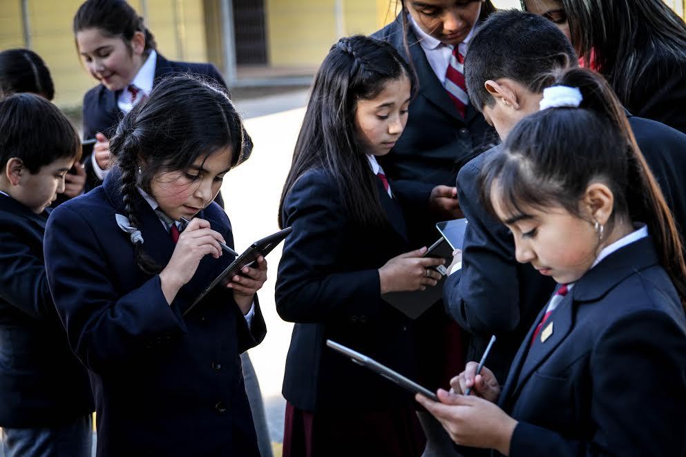 Proyecto Puentes Educativos se apoya en tecnología para iniciar piloto de innovación educativa en 11 escuelas rurales de Chépica