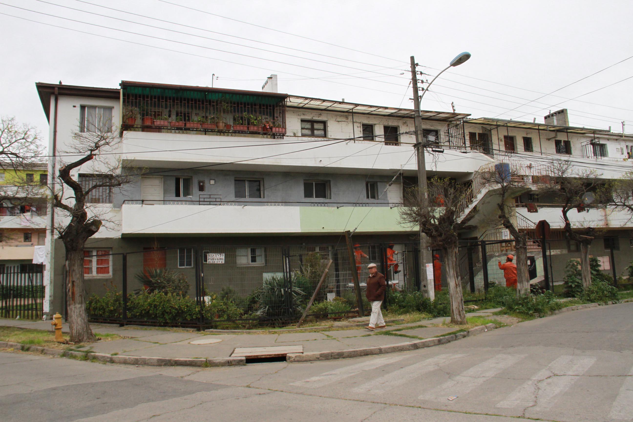 Comienza el revestimiento térmico de departamentos de población Isabel Riquelme