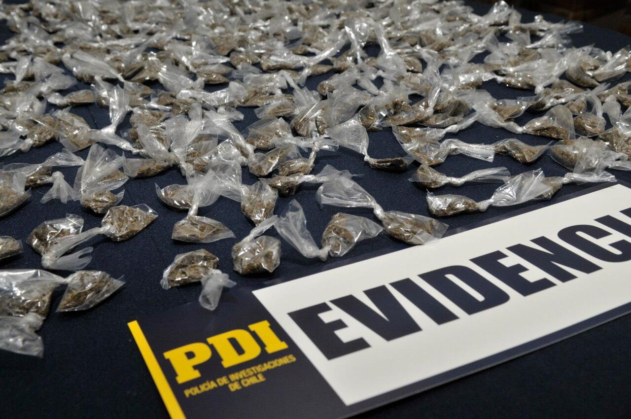 PDI detuvo a cinco personas por microtráfico de drogas en la Plaza de los Héroes de Rancagua
