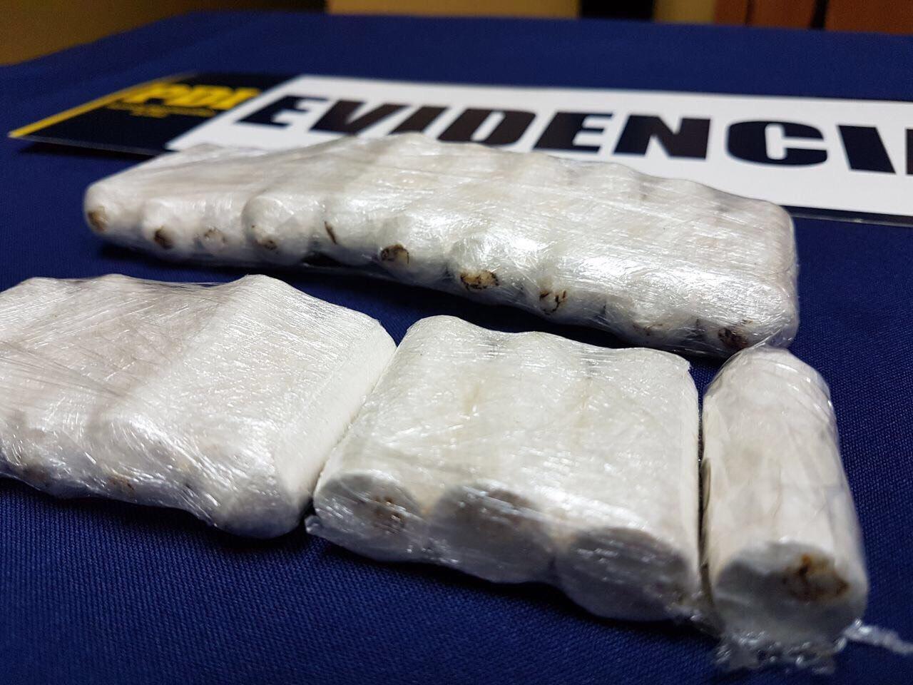 Pareja de colombianos fue detenida en el Terminal O'Higgins: Portaban casi $2 millones en ovoides de cocaína