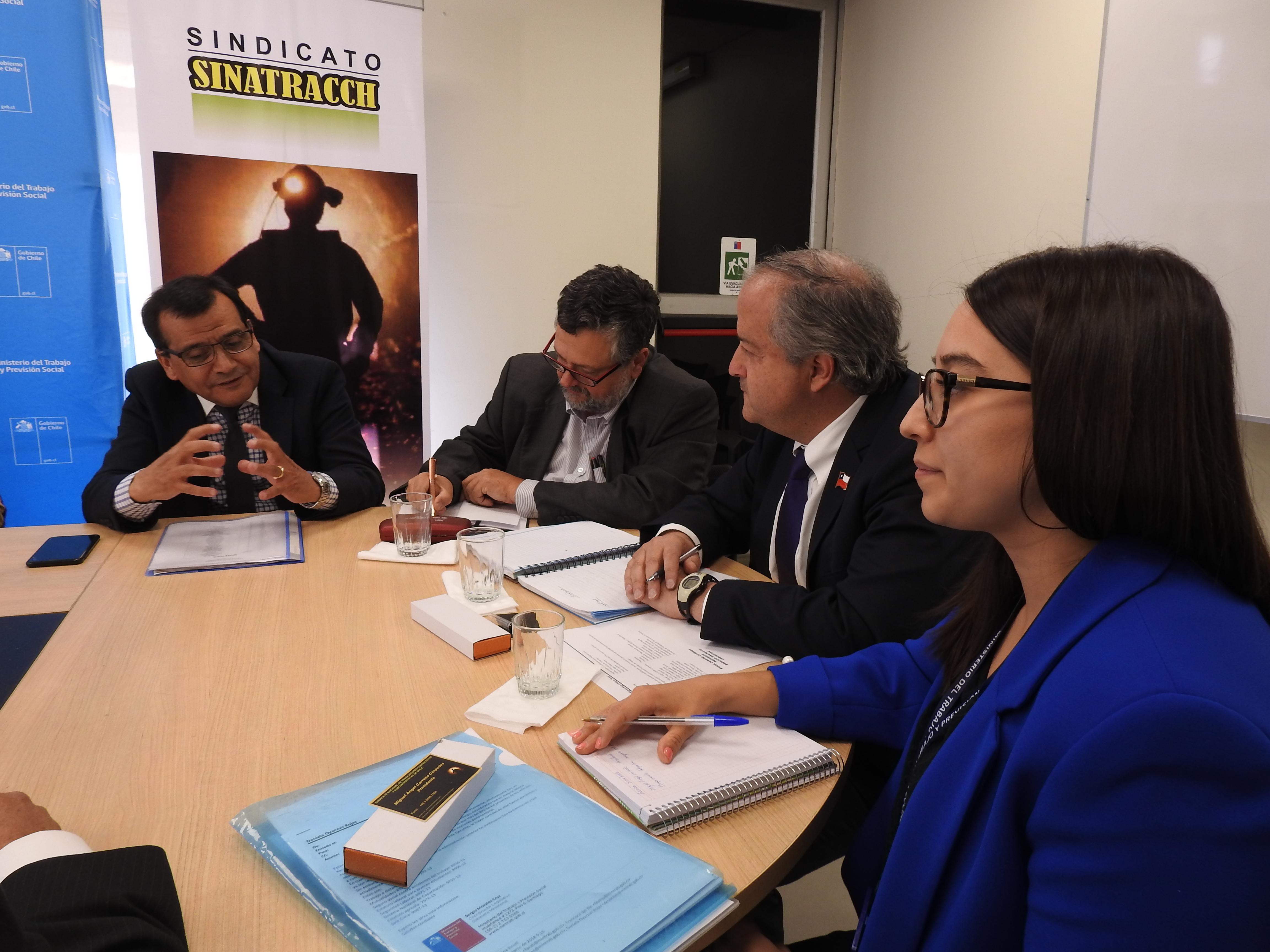 Ministro del Trabajo se reúne con SINATRACCH y acuerda avanzar junto al Sindicato en capacitación laboral