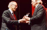 Miguel A. Torres recibe inédito reconocimiento en Chile