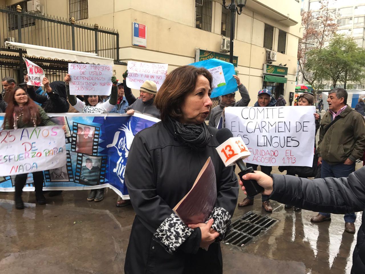 Diputada Sepúlveda y dirigentes de comités de viviendas protestaron ante el MINVU para exigir respuestas a sus demandas