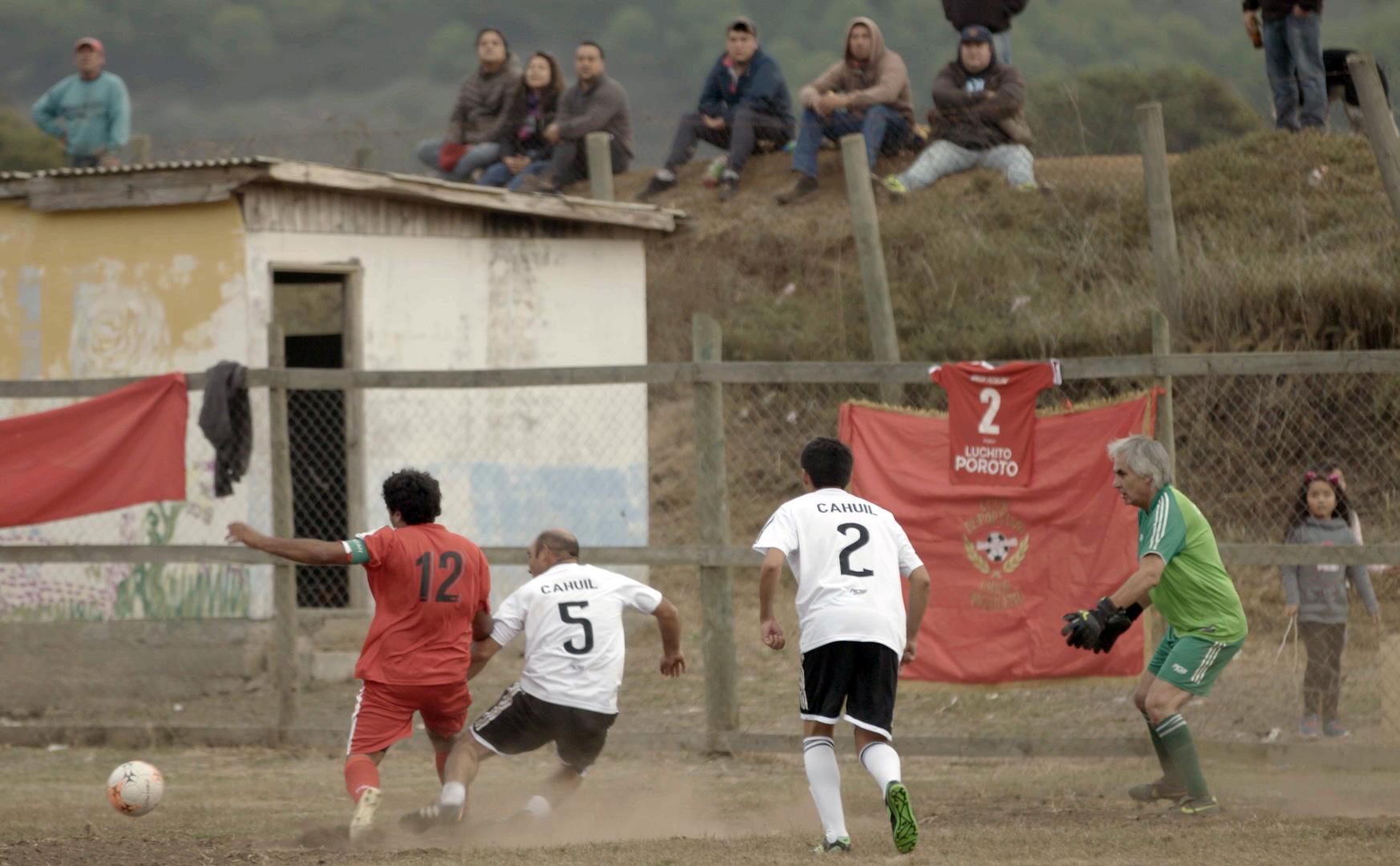 """Amateur, unidos por la cancha"":  CDF vuelve a O'Higgins para vivir partido rural en Cáhuil"
