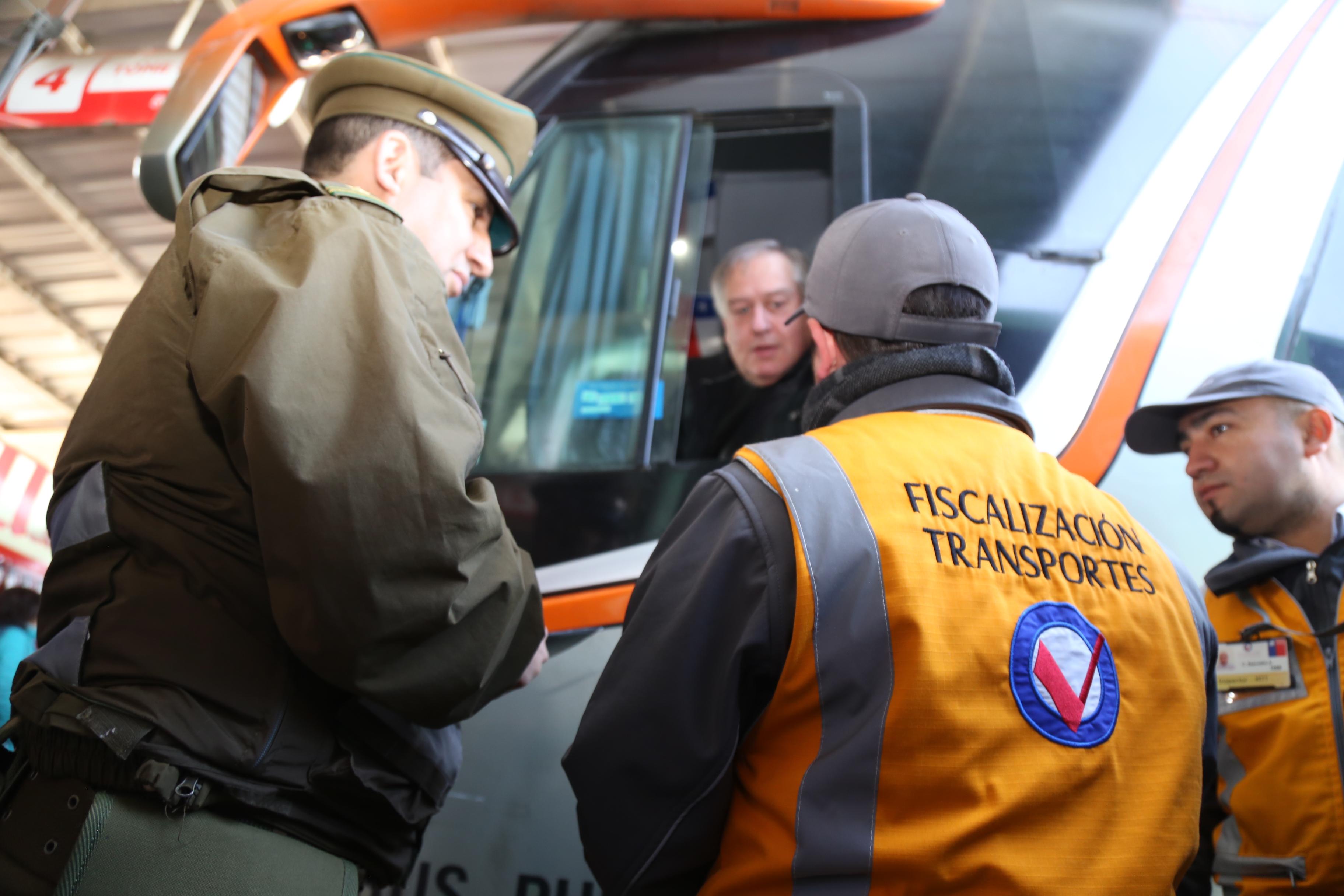 O'Higgins: Autoridades fiscalizan buses reforzando el mensaje al autocuidado y la prevención