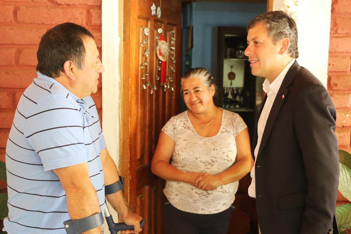 """Intendente Masferrer visitó al """"Pollo Fuentes"""" de Coltauco, paciente atendido en Programa de Reducción de Listas de Espera"""