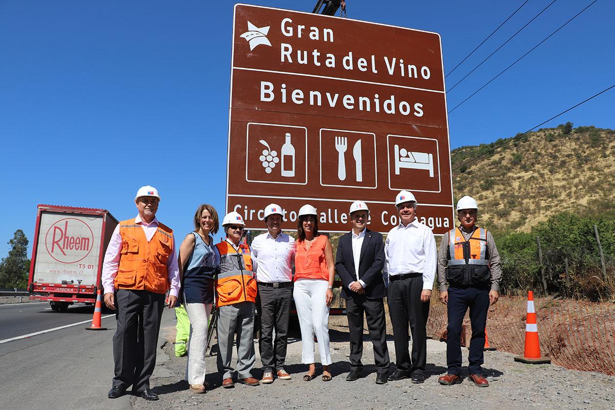 En la Ruta del Vino de Colchagua se inició la instalación de las nuevas señaléticas turísticas
