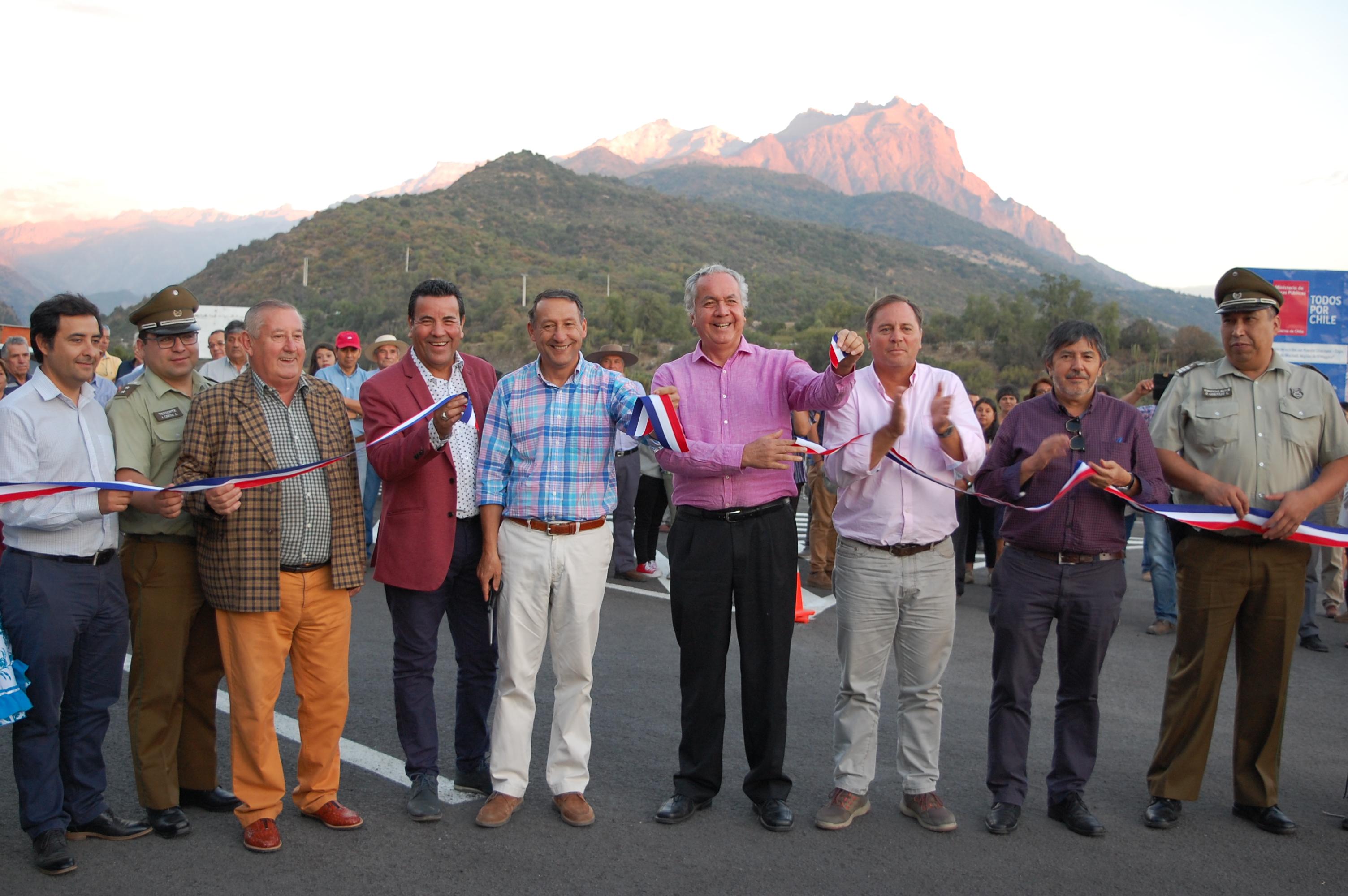 MOP O´Higgins inaugura anhelada pavimentación de camino que une localidades de Coya y Chacayes