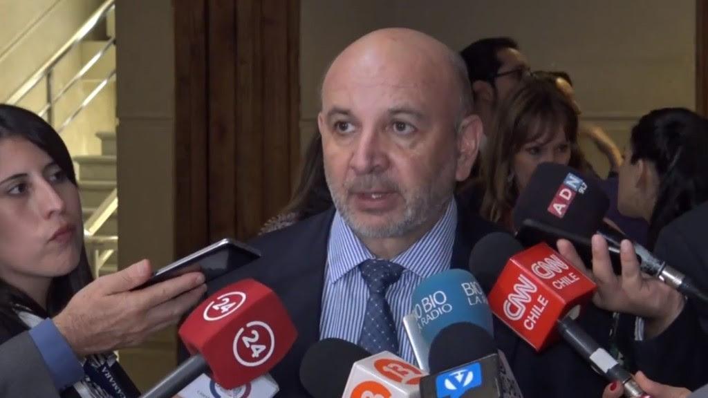 """Diputado Castro: """"Ministro de Salud fue citado a la Cámara de Diputados, para que explique el aumento de la deuda hospitalaria"""""""