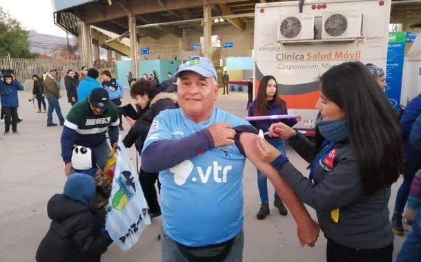 """Vacuna Influenza: Hinchas de O´Higgins le """"Ponen el Hombro al Invierno"""""""