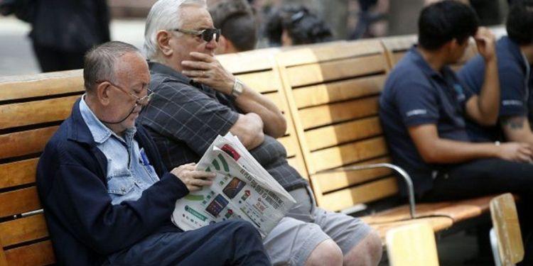 Un 82% estima que los adultos mayores no reciben un trato digno en Chile