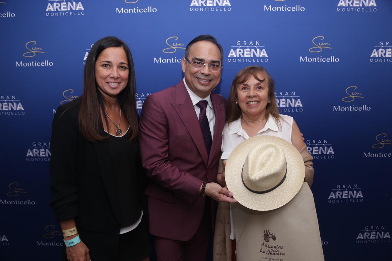 Sun Monticello sigue afirmando su compromiso con el emprendimiento regional entregando recuerdos artesanales como reconocimiento a los artistas del Gran Arena