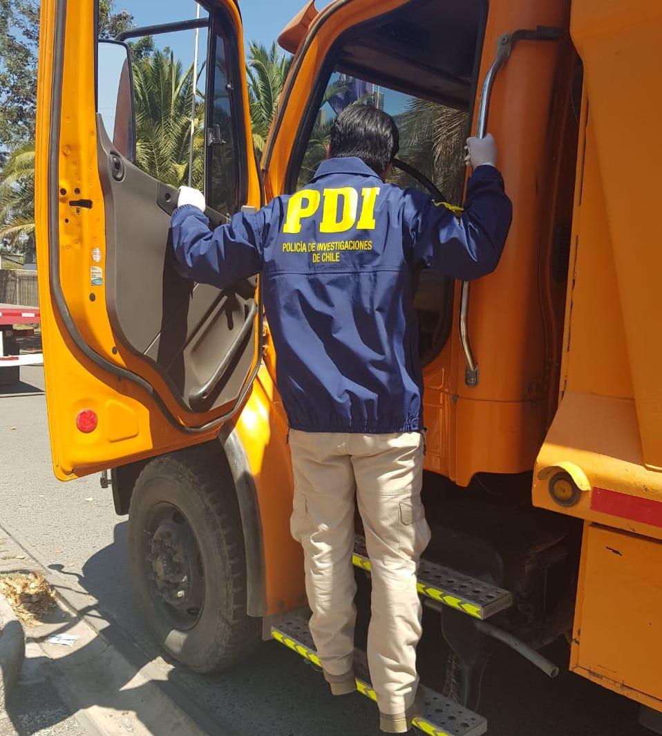 En Doñihue recuperan dos camiones tolva robados en San Felipe