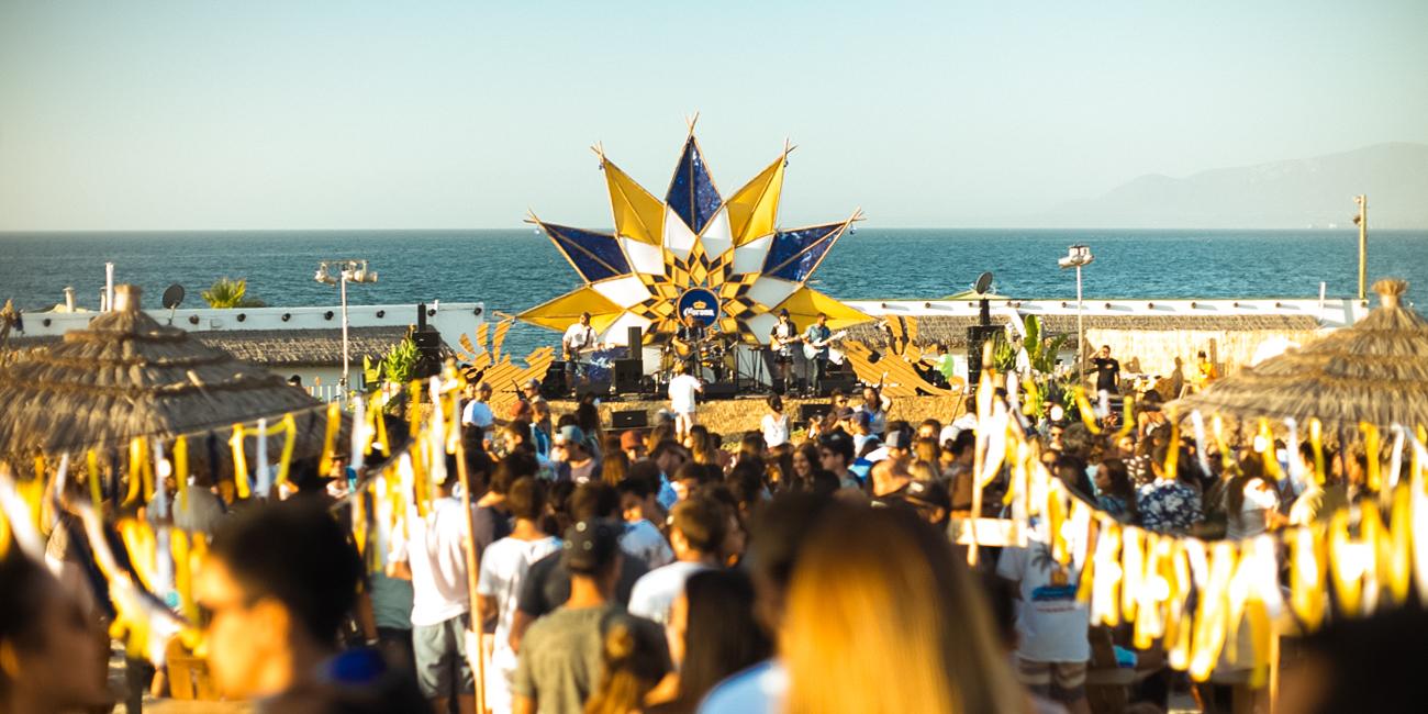 Corona Summer Festival y Parley for the Oceans celebrarán en Pichilemu playas limpias por Voluntarios este verano.